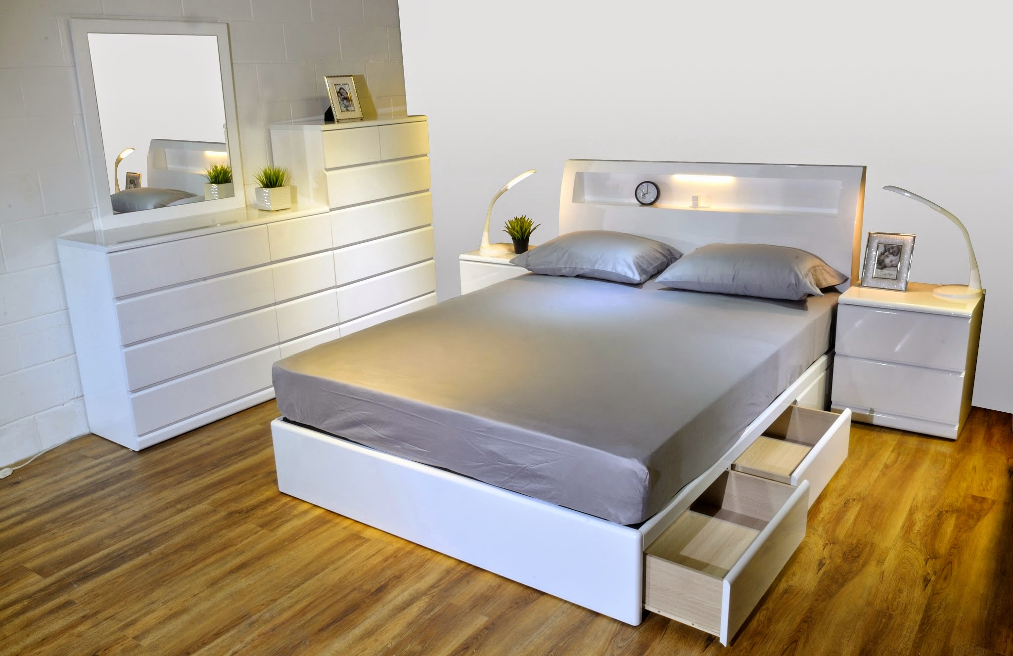 Alison Bx Glossy White Bed 现代家私 Modern Furniture